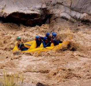 Rafting por un río de adrenalina